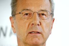 Hans Dieter Pötsch, directeur financier de Porsche SE et nouveau président désigné du conseil de surveillance de Volkswagen, a été nommé président du directoire de Porsche SE, pour succéder à partir du 1er novembre à Martin Winterkorn. /Photo prise le 7 octobre 2015/REUTERS/Axel Schmidt