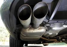 Volkswagen a conçu plusieurs versions du logiciel installé sur des véhicules diesel permettant de truquer les tests anti-pollution, selon trois sources proches du dossier, ce qui pourrait suggérer un système de fraude complexe. /Photo prise le 23 septembre 2015/REUTERS/Mal Langsdon