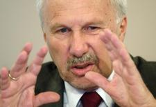 Austrian National Bank Governor Ewald Nowotny presents the bank's 2015-2017 economic forecast for Austria during a news conference in Vienna, June 8, 2015.  REUTERS/Heinz-Peter Bader