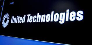 Le conglomérat américain United Technologies affiche un bénéfice net trimestriel en baisse de plus d'un tiers, pénalisé par les effets de change, et annonce son intention de racheter pour 12 milliards de dollars (10,5 milliards d'euros) de ses propres actions. /Photo d'archives/REUTERS