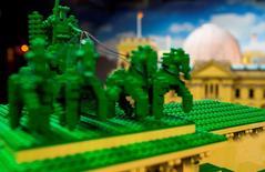 A plus de deux mois de Noël, Lego craint de ne pas pouvoir exaucer les voeux de tous les enfants qui inscriront son nom sur leur liste de cadeaux, alors que ses usines tournent déjà à plein régime. /Photo d'archives/REUTERS/Hannibal Hanschke