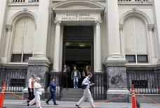 La sede del Banco Central argentino en Buenos Aires, mar 26, 2015. El superávit comercial de Argentina registró en septiembre una importante caída interanual del 87,4 por ciento al totalizar 65 millones de dólares, informó el miércoles el Gobierno, un resultado que se ubicó sobre lo esperado por analistas privados. REUTERS/Agustin Marcarian