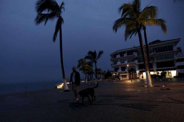 Hurricane Patricia hits Mexico's Pacific Coast with 165 mph winds: NHC
