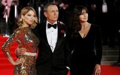 """(L to R) Lea Seydoux, Daniel Craig and Monica Bellucci pose for photographers as they attend the world premiere of the new James Bond  007 film """"Spectre"""" at the Royal Albert Hall in London, Britain October 26, 2015. REUTERS/Luke MacGregor"""