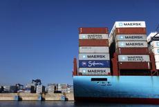Contenedores en un barco en el puerto de Lázaro Cárdenas, México, 21 de noviembre de 2013. El Producto Interno Bruto (PIB) de México habría crecido un 2.4 por ciento interanual en el tercer trimestre, según cifras preliminares que dio a conocer el viernes el instituto de estadísticas, INEGI.  REUTERS/Edgard Garrido