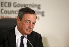 Mario Draghi, presidente del BCE, en conferencia de prensa en in San Julián, Malta, 22 oct, 2015. El Banco Central Europeo está preparado para hacer lo que sea necesario para mantener el curso de su objetivo de mediano plazo para la inflación, dijo el presidente de la entidad, Mario Draghi, en una entrevista publicada el sábado.}REUTERS/Darrin Zammit Lupi      USO FUERA DE MALTA. NO PARA USO COMERCIAL NI VENTAS EDITORIALES EN MALTA