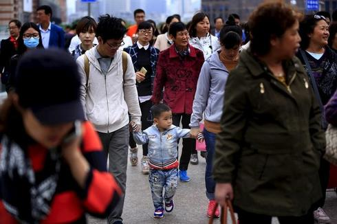 China says one-child policy stays in effect for now