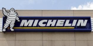 Michelin a annoncé mardi une réorganisation de ses activités au Royaume-Uni, en Italie et en Allemagne, un projet qui se traduira par une provision d'environ 280 millions d'euros dans les comptes 2015 du leader français des pneumatiques. /Photo d'archives/REUTERS/Régis Duvignau