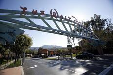 Le bénéfice trimestriel de Walt Disney est meilleur que prévu, grâce aux revenus de ses réseaux câblés et notamment d'ESPN. Le géant américain du divertissement a publié un bénéfice net de 1,61 milliard de dollars (1,48 milliard d'euros) pour le trimestre clos le 3 octobre. /Photo d'archives/REUTERS/Mario Anzuoni