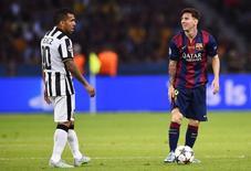Tevez e Messi em jogo da final da Liga dos Campeões entre Juventus e Barcelona.  6/6/15.   Reuters/Dylan Martinez