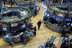 Traders work on the floor of the New York Stock Exchange November 6, 2015. REUTERS/Brendan McDermid