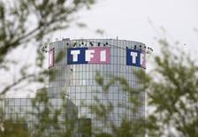 TF1 a conclu un accord sur le rachat de 70%  du capital du groupe de production et de diffusion de contenus audiovisuels Newen.  Le solde restera aux mains des actionnaires actuels. /Photo d'archives/REUTERS/Charles Platiau