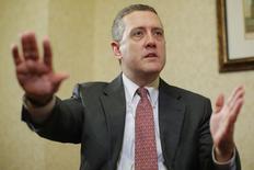 Глава ФРБ Сент-Луиса Джеймс Буллард дает интервью Рейтер в Бостоне. 2 августа 2013 года. Глава ФРБ Сент-Луиса Джеймс Буллард, часто высказывающийся в пользу повышения процентных ставок, сказал, что США и другие промышленно развитые страны могут, тем не менее, вступать в эпоху постоянно низких ставок и инфляции, что потребует пересмотра денежно-кредитной политики. REUTERS/Brian Snyder