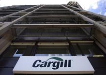 Cargill Inc, l'une des plus importantes entreprises non cotées au monde, s'est lancée dans une restructuration passant notamment par des suppressions de postes, selon une source interne et de quatre sources du secteur. /photo d'archives/REUTERS/Denis Balibouse