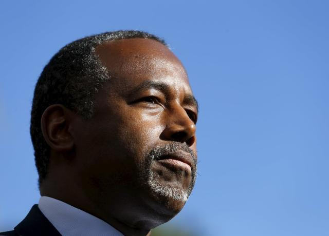 Republican presidential candidate Ben Carson pauses as he speaks to the media following a fundraising luncheon in La Jolla, California  November 17, 2015.   REUTERS/Mike Blake