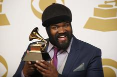 """Gregory Porter poses backstage with his award for best jazz vocal album for """"Liquid Spirit"""" at the 56th annual Grammy Awards in Los Angeles, California January 26, 2014.     REUTERS/Lucy Nicholson"""