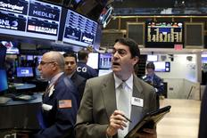 Traders work on the floor of the New York Stock Exchange, November 16, 2015. REUTERS/Brendan McDermid