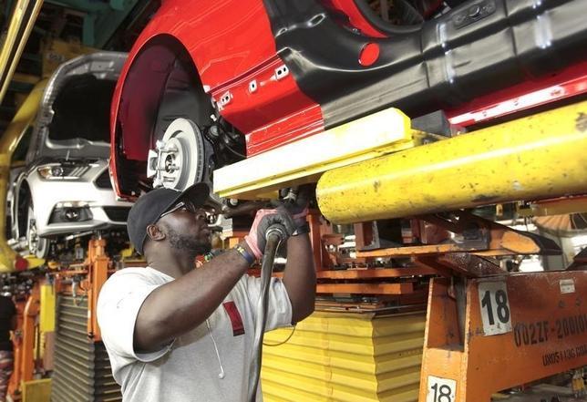 12月1日、11月の米ISM製造業景気指数は3年ぶりに景況拡大と悪化の節目となる50を割り込んだ。写真はミシガン州のフォード・モーター工場。8月撮影。(2015年 ロイター/Rebecca Cook)