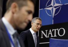 Генсек НАТО Йенс Столтенберг перед началом пресс-конференции в Брюсселе 30 ноября 2015 года. НАТО планирует отправить патрульные самолеты и ракеты для усиления противовоздушной обороны Турции на границе с Сирией, сказали чиновники во вторник. REUTERS/Francois Lenoir