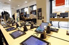 Orange n'a engagé aucune discussion avec Telecom Italia, a réaffirmé mercredi un porte-parole du numéro un français des télécoms, réfutant tout projet de rapprochement avec l'ancien monopole italien. /Photo prise le 3 juillet 2015/REUTERS/Régis Duvignau