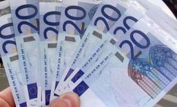 Les petites et moyennes entreprises (PME) de la zone euro ont le sentiment, pour la première fois depuis 2009, de pouvoir avoir accès à davantage de crédits dont elles ont besoin, tout en éprouvant des difficultés à trouver des clients, selon une enquête publiée par la BCE. /Photo d'archives/REUTERS