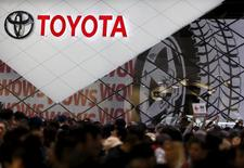 Visitors crowd Toyota Motor Corp's booth at the 44th Tokyo Motor Show in Tokyo, Japan, November 2, 2015.  REUTERS/Issei Kato