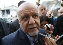 Le ministre iranien du Pétrole, Bijan Zangeneh. Les pays producteurs de pétrole sont peu susceptibles de s'entendre sur des mesures visant à faire remonter les cours après le rejet par l'Iran, l'Irak et la Russie jeudi d'une proposition de baisse concertée de la production apparemment formulée par l'Arabie saoudite. /Photo prise le 3 décembre 2015/REUTERS/Heinz-Peter Bader