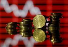 Dix pays de la zone euro ont conclu mardi un accord sur certains aspects du projet de taxe sur les transactions financières (TTF)  et se sont donné jusqu'au milieu de l'an prochain pour parvenir à un compromis sur les questions en suspens, à commencer par le taux de ce prélèvement.  /Photo prise le 30 juin 2015/REUTERS/Dado Ruvic
