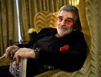 Hollywood actor Burt Reynolds poses for a portrait during an interview with Reuters at a hotel in central London, Britain December 3, 2015.    REUTERS/Dylan Martinez