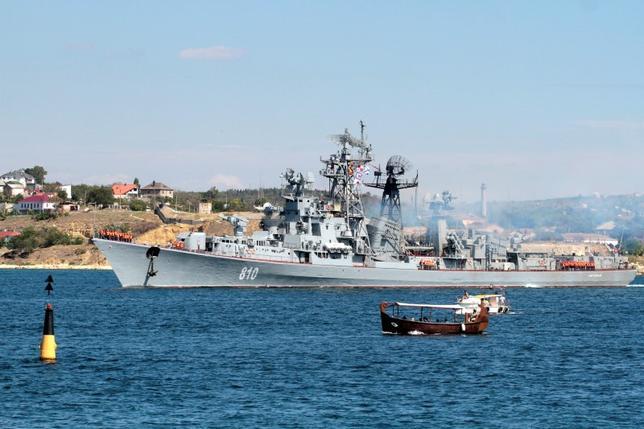 Russian destroyer Smetlivy leaves the harbour at the Crimean port of Sevastopol September 12, 2013.  REUTERS/Stringer