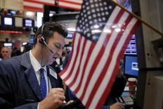 Les investisseurs sur les marchés d'actions sont préparés à la première hausse de taux de la Réserve fédérale américaine en près de dix ans mais ils ne peuvent pas prévoir les nuances du discours qui accompagnera cette annonce. /Photo prise le 8 décembre 2015/REUTERS/Lucas Jackson