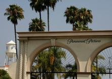 The main gate to Paramount Pictures Studios, a division of Viacom, Inc. is pictured in Los Angeles, California  July 29, 2008. REUTERS/Fred Prouser