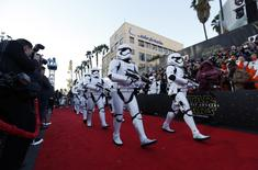 """Stormtroopers march in at the world premiere of the film """"Star Wars: The Force Awakens"""" in Hollywood, California, December 14, 2015.  REUTERS/Mario Anzuoni"""