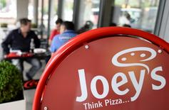 Customers enjoy their meal at a Joey's pizza shop in Hamburg August 13, 2013.  REUTERS/Fabian Bimmer