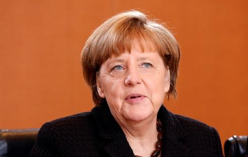Merkel says aiming to resolve Syria conflict without Assad