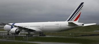 La justice européenne a annulé mercredi les amendes de près de 800 millions d'euros infligées il y a cinq ans à Air France, KLM et dix autres compagnies aériennes pour entente sur les prix du fret aérien. /Photo d'archives/REUTERS/Marcus R Donner