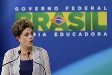 Presidente Dilma Rousseff durante discurso na cerimônia de posse do novo ministro da Fazenda, Nelson Barbosa, em Brasília. 21/12/2015 REUTERS/Ueslei Marcelino