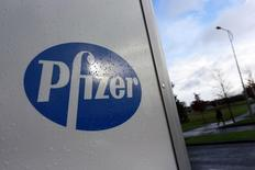 A company logo is seen at a Pfizer office in Dublin, Ireland November 24, 2015. Pfizer Inc said on November 23 it would buy Botox maker Allergan Plc in a deal worth $160 billion to slash its U.S. tax bill, rekindling a fierce political debate over the financial maneuver.  REUTERS/Cathal McNaughton - RTX1VLRC