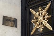 La banque privée suisse Lombard Odier va verser 99,8 millions de dollars (91,9 millions d'euros) pour clore un litige autour d'allégations d'aide à l'évasion fiscale de riches Américains et s'éviter ainsi des poursuites. /Photo d'archives/REUTERS/Denis Balibouse