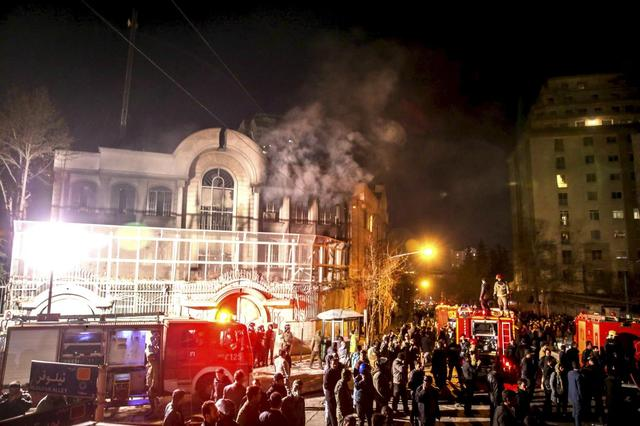 Flames rise from Saudi Arabia's embassy during a demonstration in Tehran January 2, 2016. REUTERS/TIMA/Mehdi Ghasemi/ISNA