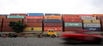 Contêineres no porto de Santos. 06/04/2015. REUTERS/Paulo Whitaker