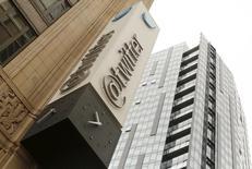 Twitter développe une nouvelle application qui permettra aux internautes de publier des messages pouvant compter jusqu'à 10.000 caractères, rapporte le site Re/code, qui cite des sources proches du dossier. /Photo d'archives/REUTERS/Robert Galbraith