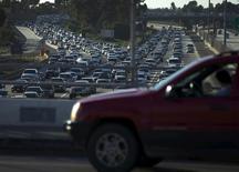 L'industrie automobile aux Etats-Unis a réalisé une année 2015 record malgré des ventes inférieures aux attentes pour le seul mois de décembre. Les ventes ont atteint 17,47 millions unités. /Photo prise le 3 septembre 2015/REUTERS/Mike Blake