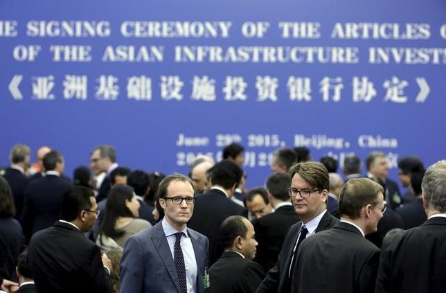 1月7日、同日付のチャイナ・デーリーは、アジアインフラ投資銀行(AIIB)が6月に初の年次総会を開催する、と報じた。北京で開催される見通しだが、開催地についてはまだ、最終的には決定されていない、という。写真は調印式の様子。北京で昨年6月撮影(2016年 ロイター/Jason Lee)