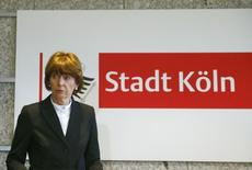 Мэр Кёльна Хенриэтте Рекер на пресс-конференции в городе 5 января 2016 года. Канцлер Германии Ангела Меркель  потребовала от нижестоящих властей разобраться в сути произошедшего в Кёльне, на улицах которого женщины подверглись нападениям в ходе новогоднего празднования, что шокировало всю страну. REUTERS/Wolfgang Rattay