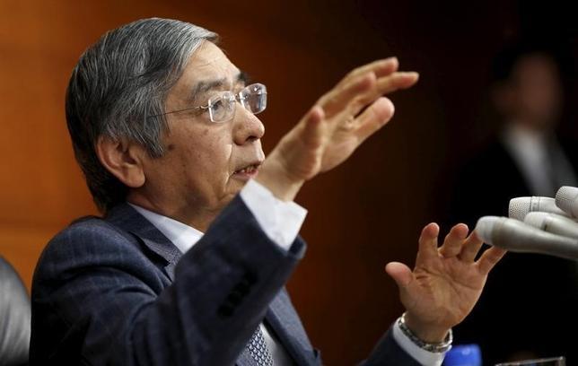 1月8日、日銀の黒田東彦総裁は、衆院予算委員会で、「物価の基調は改善しているが、まだ道半ば」との認識を示し、2%の物価安定目標の早期実現をめざして(QQE)を着実に推進していく」と語った。写真は都内で昨年12月撮影(2016年 ロイター/Toru Hanai)