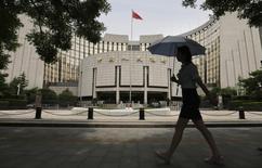 La Banque populaire de Chine (PBOC) s'est engagée à poursuivre la libéralisation des taux d'intérêt, l'internationalisation du yuan et l'approfondissement des réformes du système de changes et des institutions financières. /Photo d'archives/REUTERS/Jason Lee