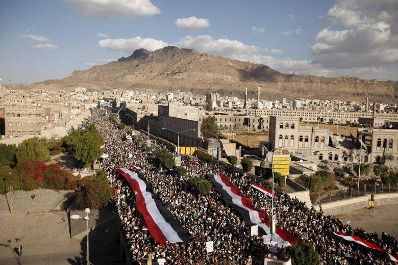 Houthi supporters demonstrate against Saudi-led air strikes in Yemen's capital Sanaa January 8, 2016. REUTERS/Khaled Abdullah