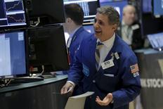 Traders work on the floor of the New York Stock Exchange January 8, 2016. REUTERS/Brendan McDermid