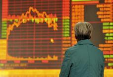 Les Bourses chinoises ont terminé en baisse de 5% lundi, au plus bas depuis septembre, les investisseurs s'inquiétant des derniers chiffres de l'inflation et des signaux contradictoires envoyés par les autorités monétaires chinoises. /Photo d'archives/REUTERS